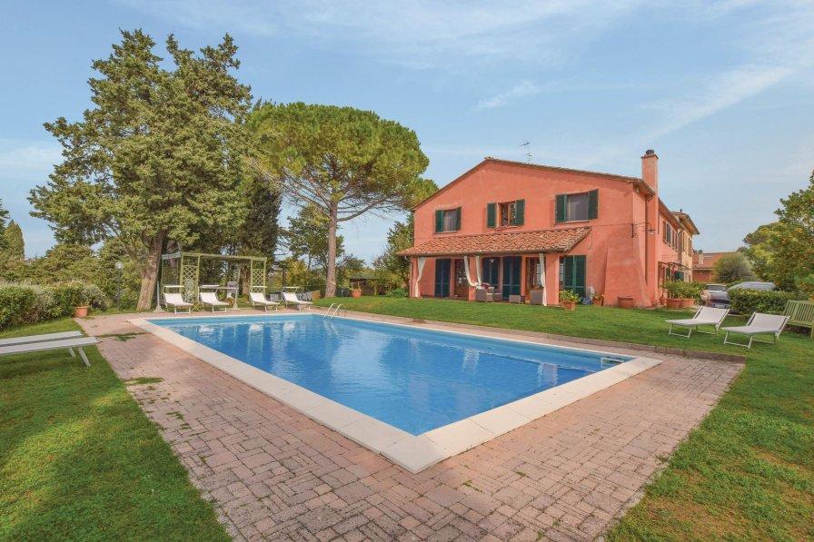 Villa in Italy, Nugola