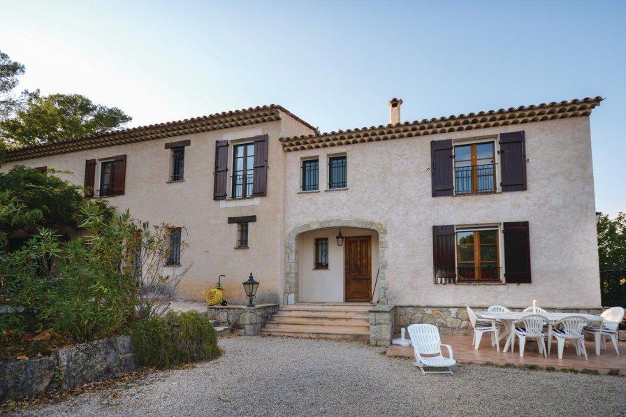 Villa to rent in Callian
