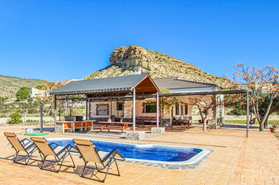 Villa To Rent In Crevillent Spain With Swimming Pool 231999