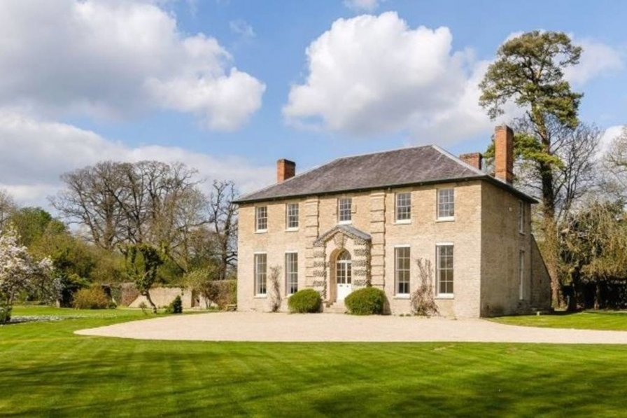 Stunning Country Manor House in Oxfordshire
