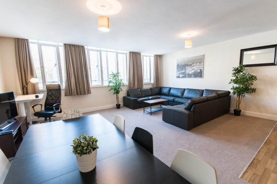 Ideally Located Spacious Bristol City Centre 3 Bed