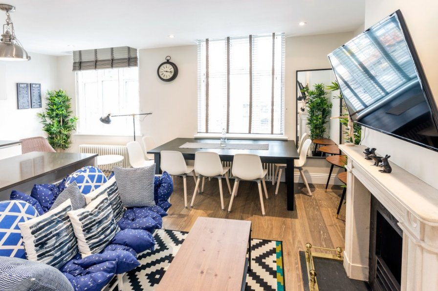 Bright and beautiful apartment in central London