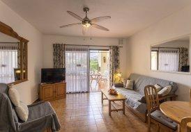 Apartment in Torviscas Bajo, Tenerife: Headline: Avenida Ernesto Sarti, Mare Verde. City: Adeje 58..