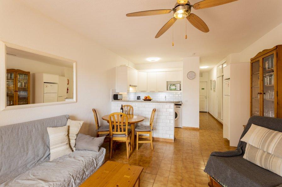 Apartment in Spain, Torviscas Bajo: Headline: Avenida Ernesto Sarti, Mare Verde. City: Adeje 58660..