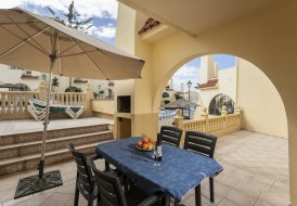 Villa in Torviscas Bajo, Tenerife: Headline: Avenida Ernesto Sarti, Mare Verde. City: Adeje 58660...