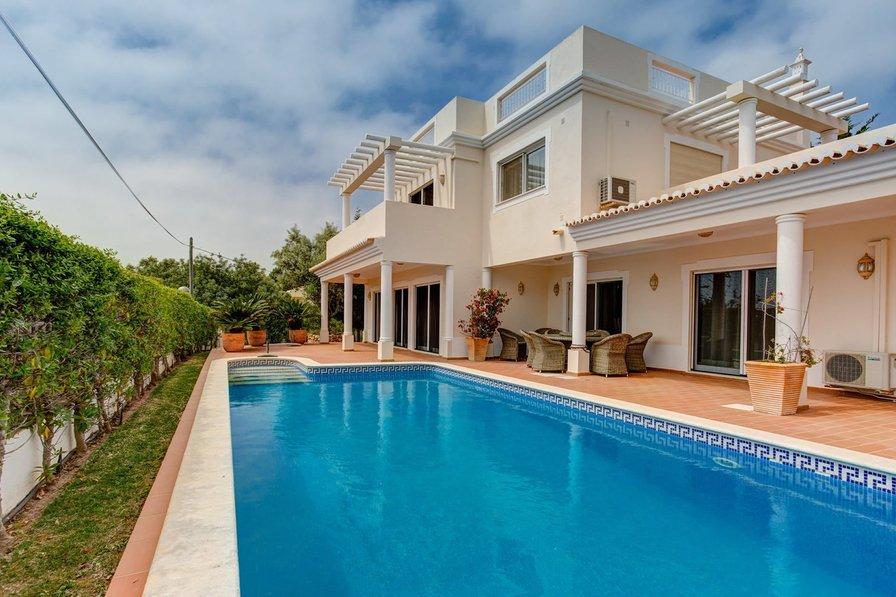 Villa in Portugal, Mato Serrão