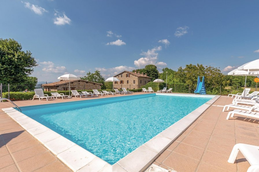 Apartment To Rent In Gubbio Italy With Shared Pool 232644