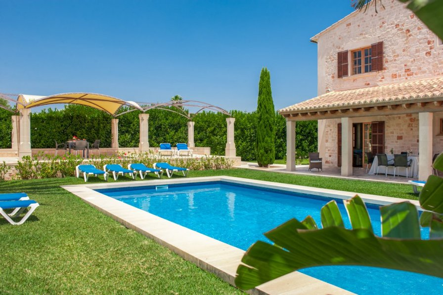 Villa to rent in llombards majorca 232711 for Bistro del jardin mallorca