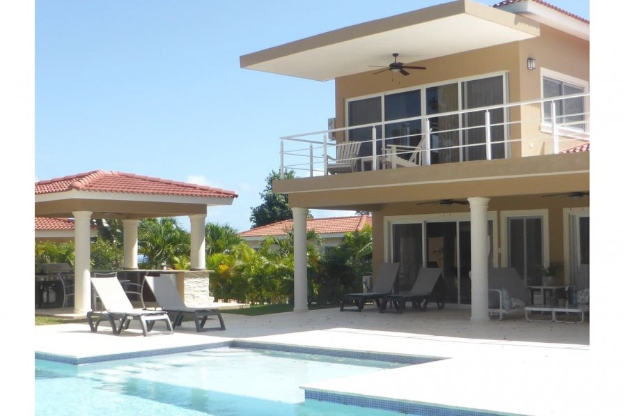Private two story villa with guest house