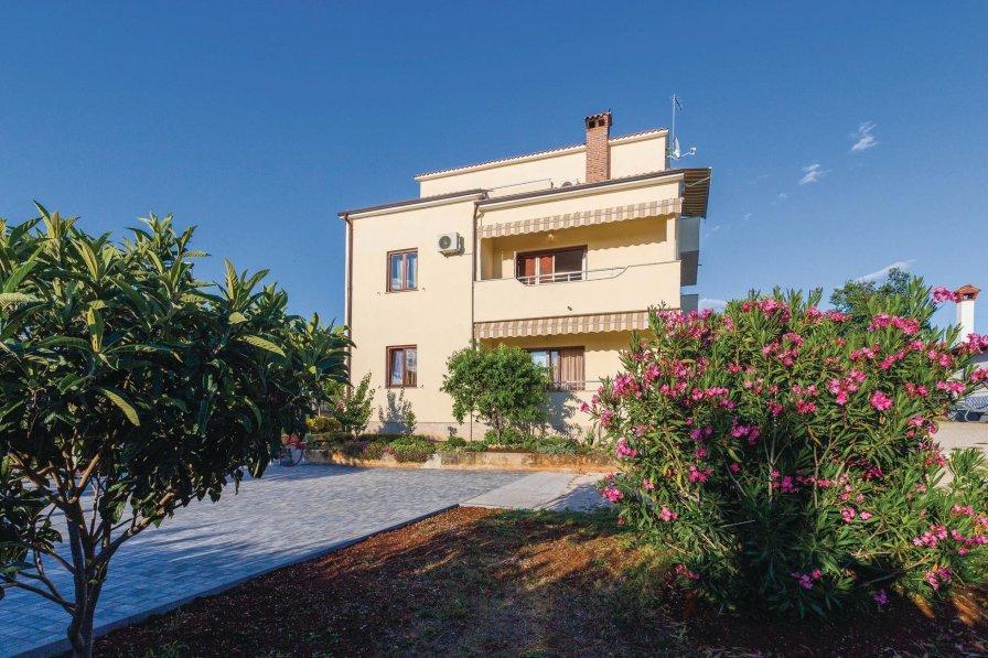 Apartment in Croatia, Plovanija