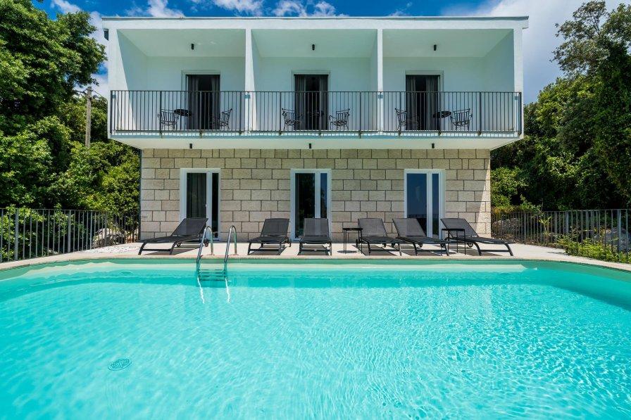 Villa to rent in Molunat