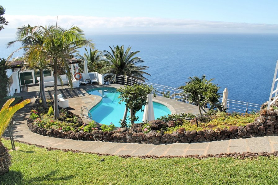 Villa To Rent In Garajau Madeira With Swimming Pool 233420