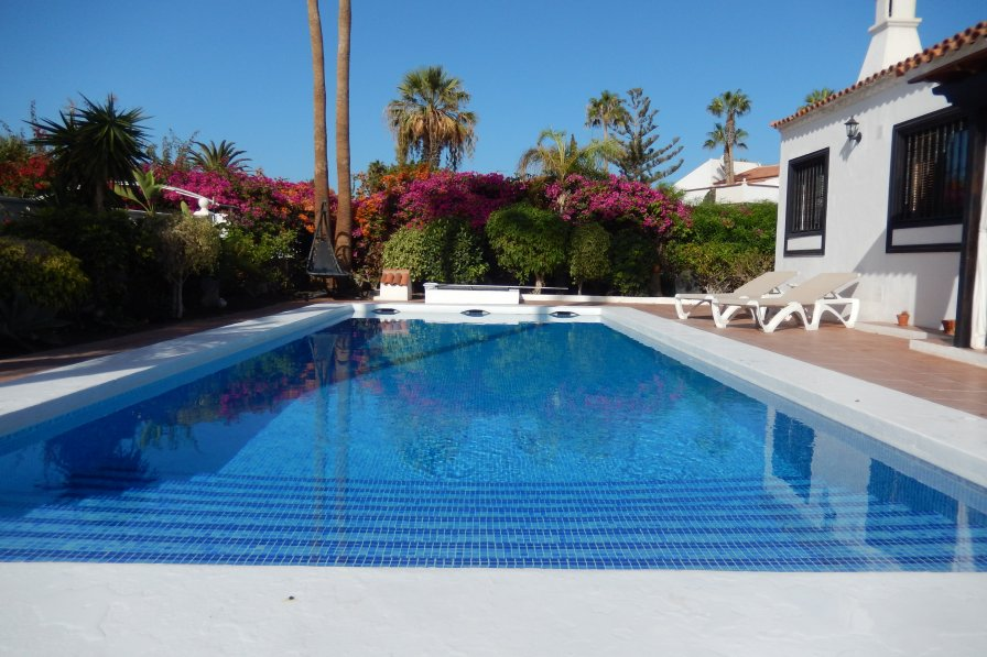 Beautiful 3 Bedroom Air Conditioned & Private Pool, Tenerife