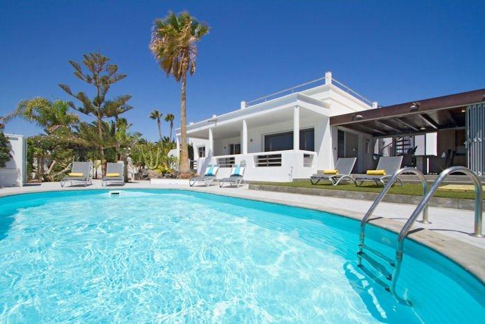 Villa To Rent In Puerto Calero Lanzarote With Private