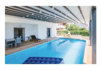 6 bedroom Villa for rent in Brodarica