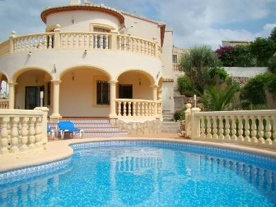 Villa in Spain, Orba: Villa and pool from the Mediterranean Garden