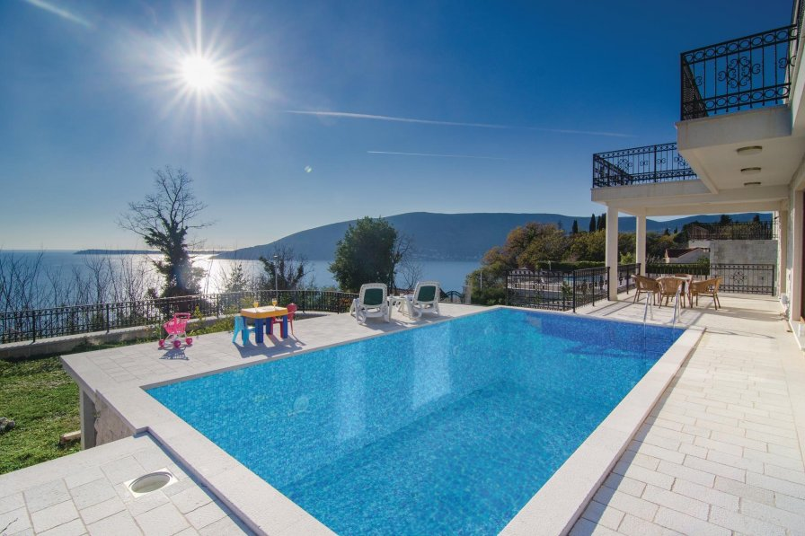 Villa to rent in Herceg Novi