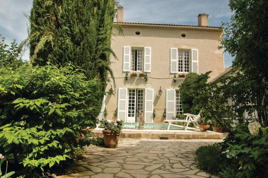 Villa rental in Moncrabeau with private pool
