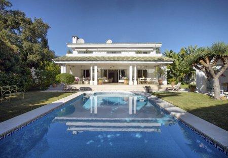 Villa in Los Monteros, Spain