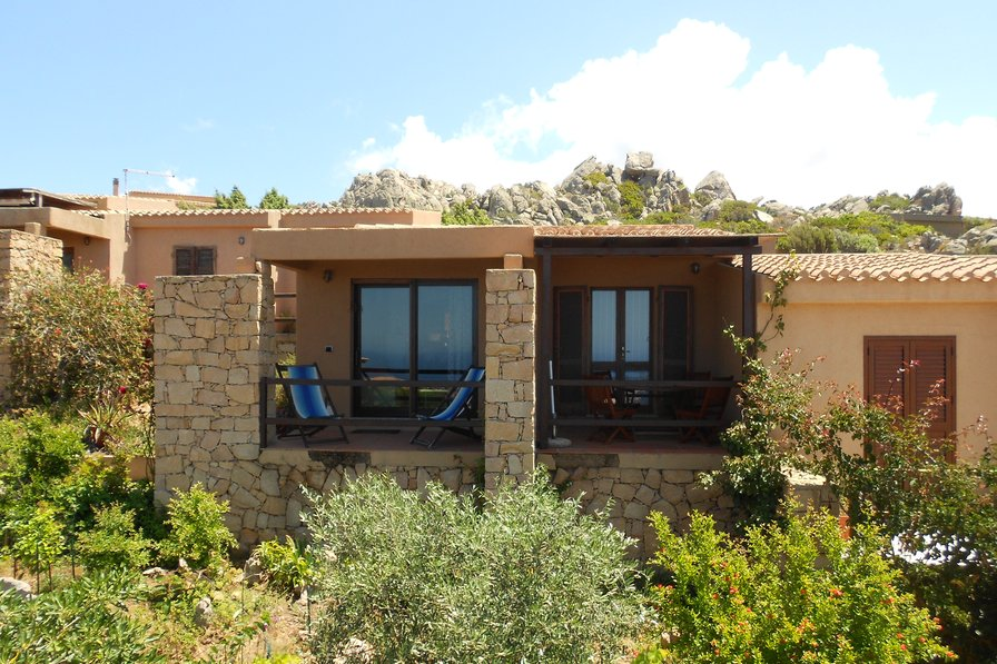 Villa to rent in costa paradiso sardinia with shared pool for Log home planimetrie