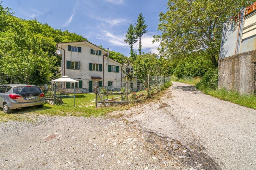 Villa in Italy, Case Soprane