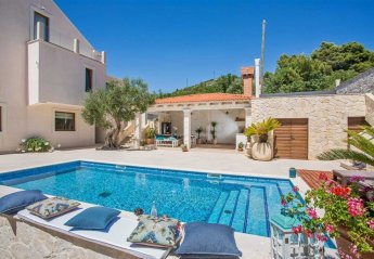 7 bedroom Villa for rent in Orasac