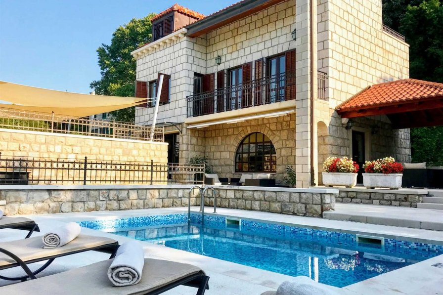 Luxury Villa Hedona with Swimming Pool