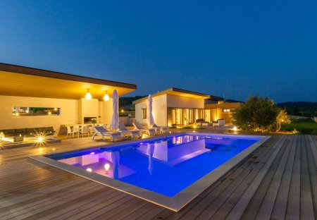 Villa in Gdinj, Croatia