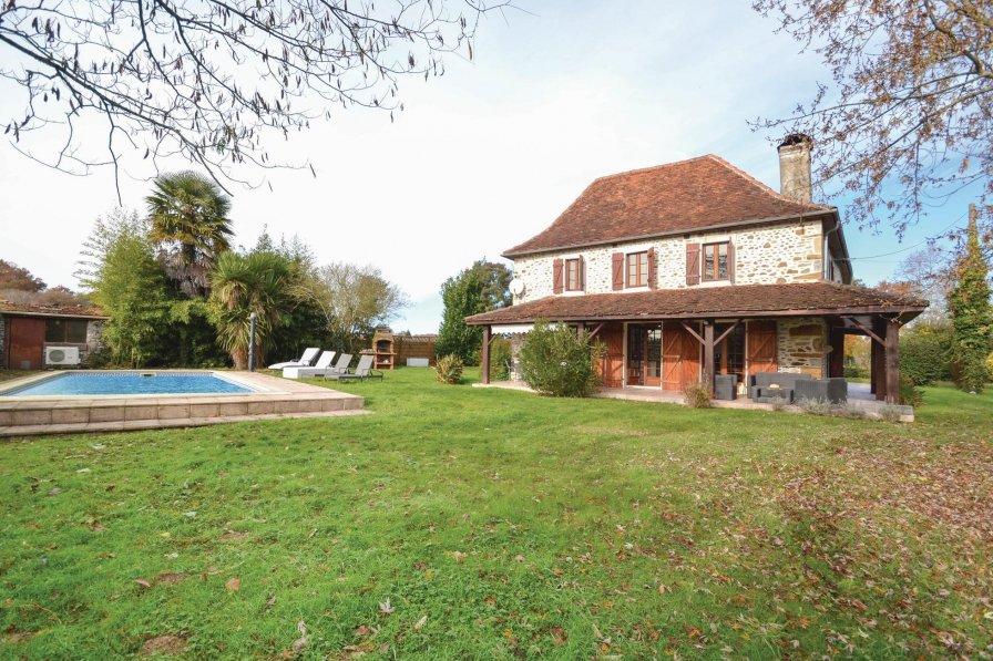 Villa in France, Lichos