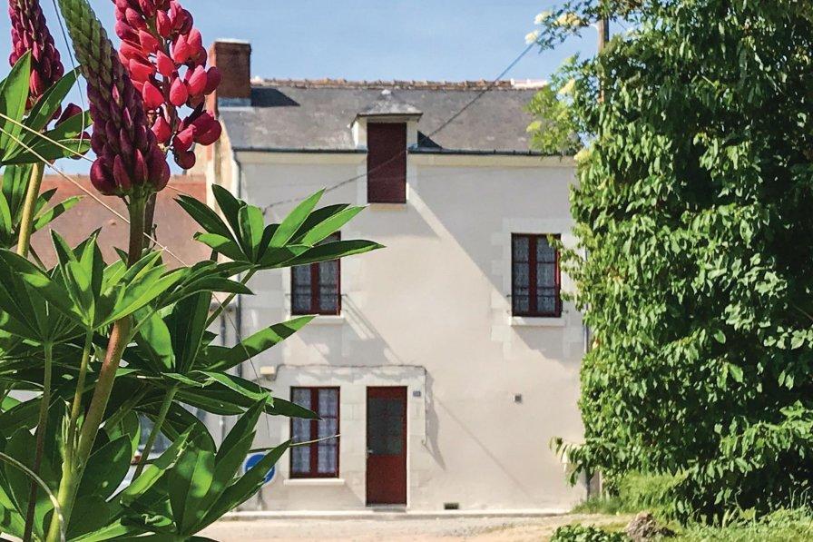 Villa in France, Descartes