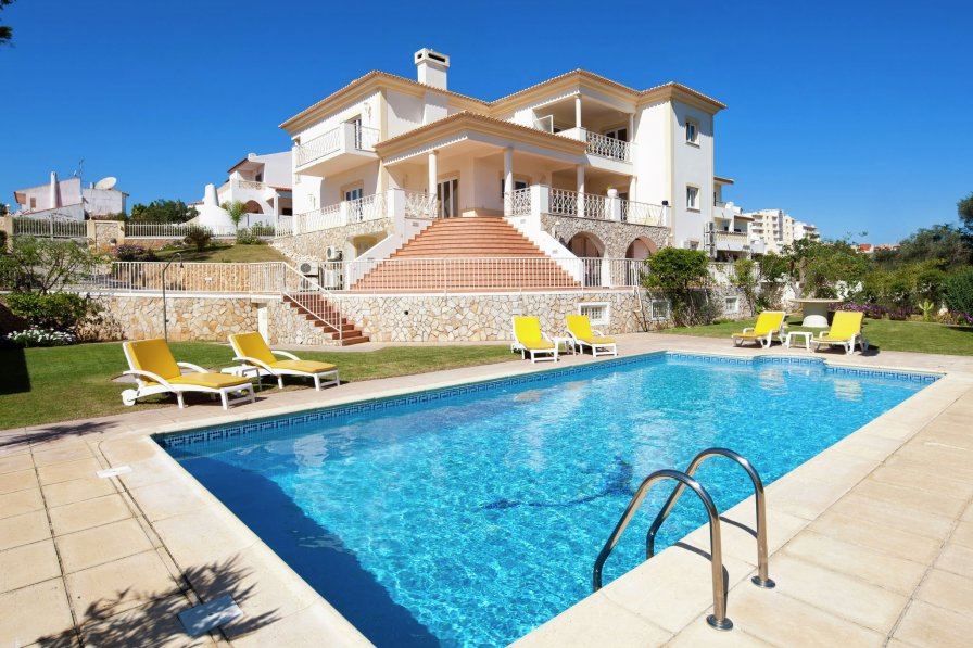 Villa To Rent In Albufeira Algarve With Private Pool 235467