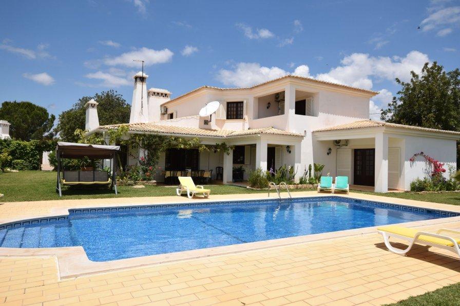 Villa in Portugal, Canais