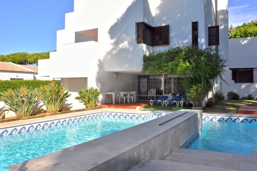 Owners abroad Casa Otavio