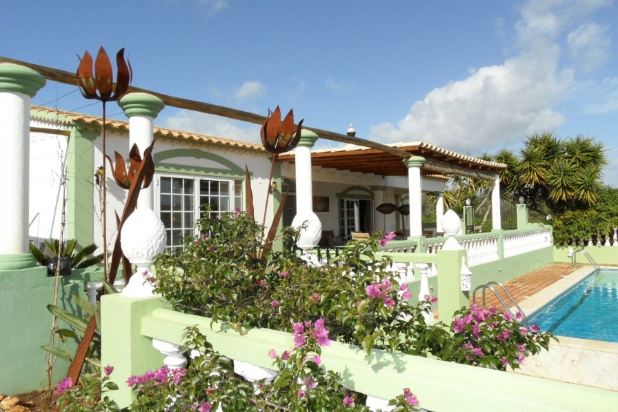 Owners abroad Vila Volta