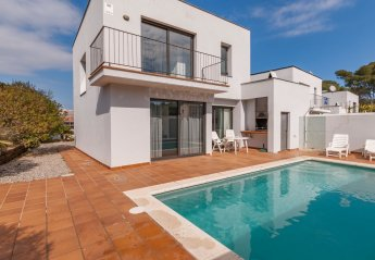 4 bedroom Villa for rent in L'Escala