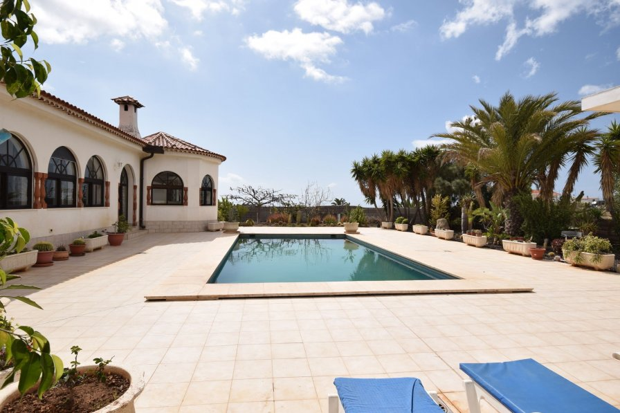 House To Rent In Castro Tenerife With Private Pool 236113