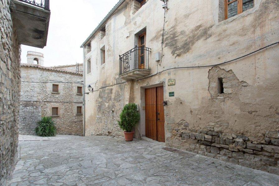 Castle in Spain, Montfalcó Murallat