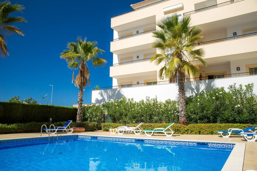 Luxury 1 Bed Fully Equipped with Pool!