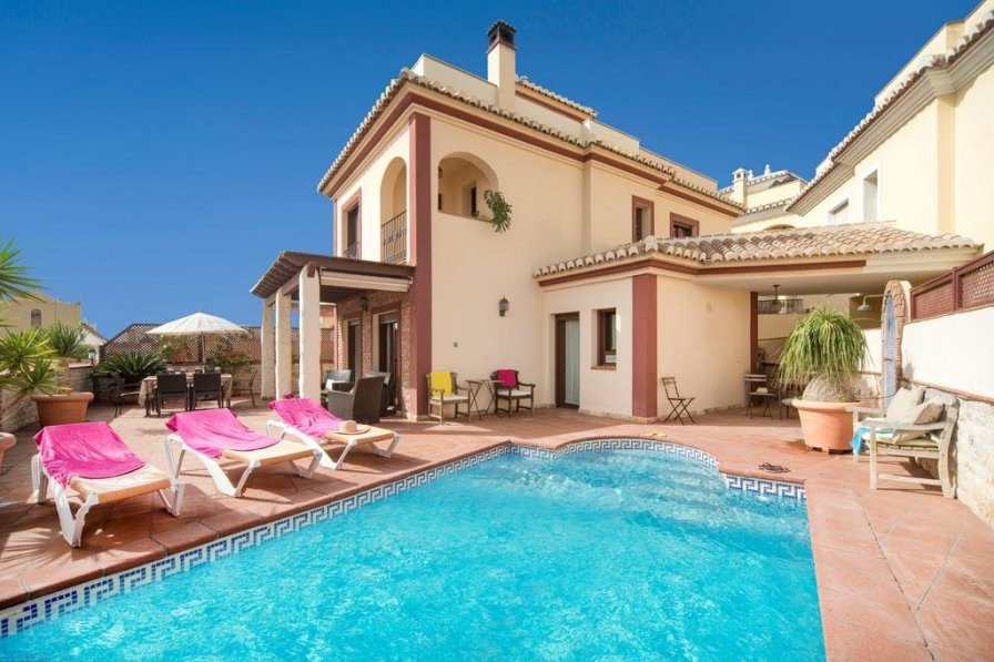 Villas Ti Rent In Nerja