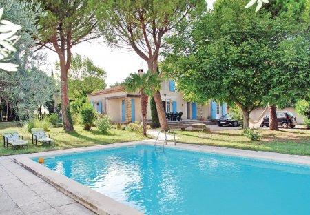 Villa in Saint-Saturnin-lès-Avignon, the South of France