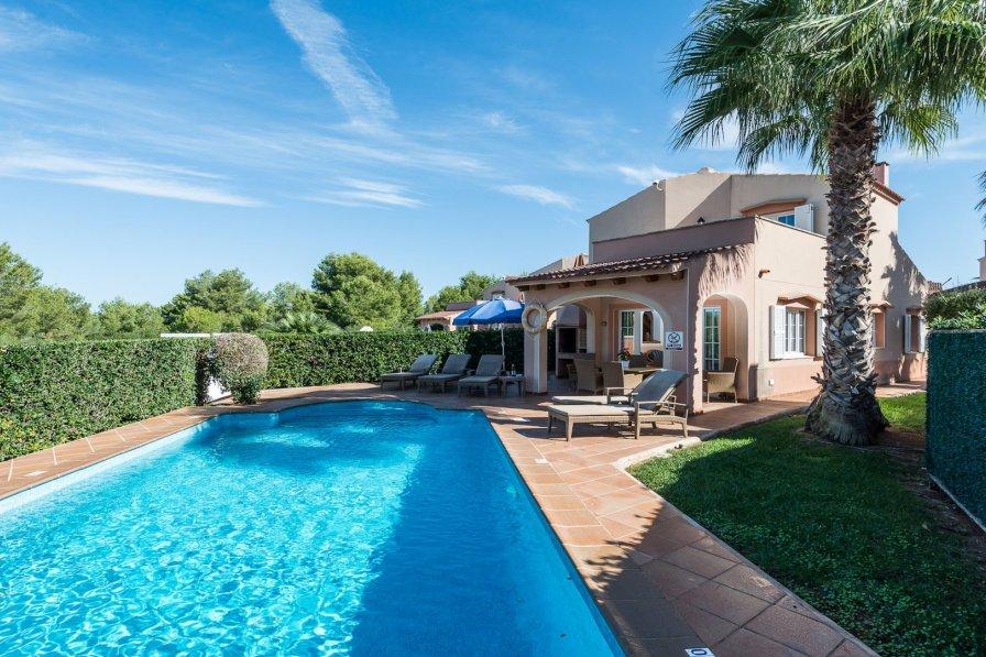 Villa to rent in Cala Blanca, Menorca with private pool ...