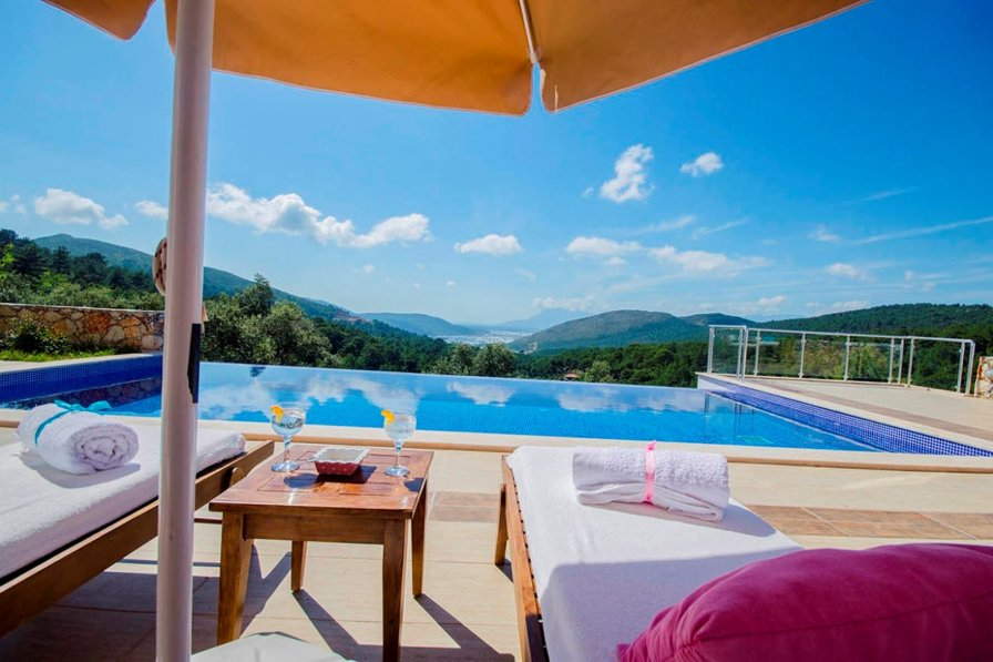 Beautiful Romantic Honeymoon Villa with Infinity Pool and Views