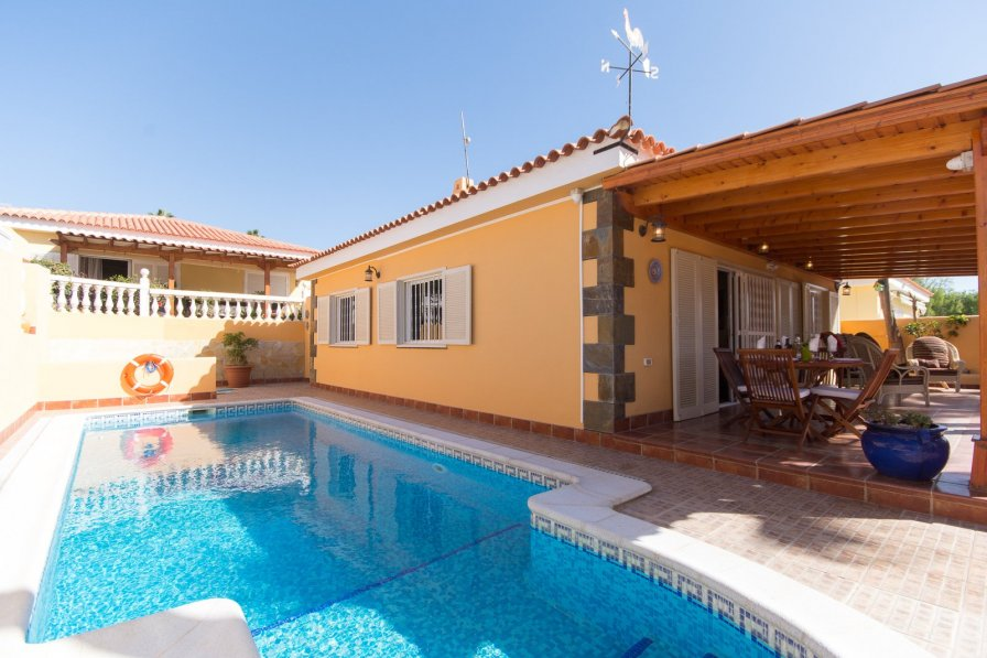 Villa To Rent In Sue 241 O Azul Tenerife With Private Pool