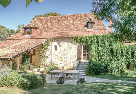 Villa in Saint-Martin-des-Combes, France