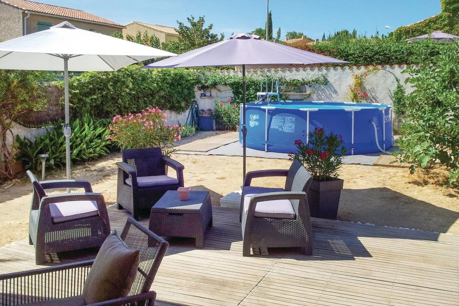 Sanary-sur-Mer holiday villa rental with swimming pool
