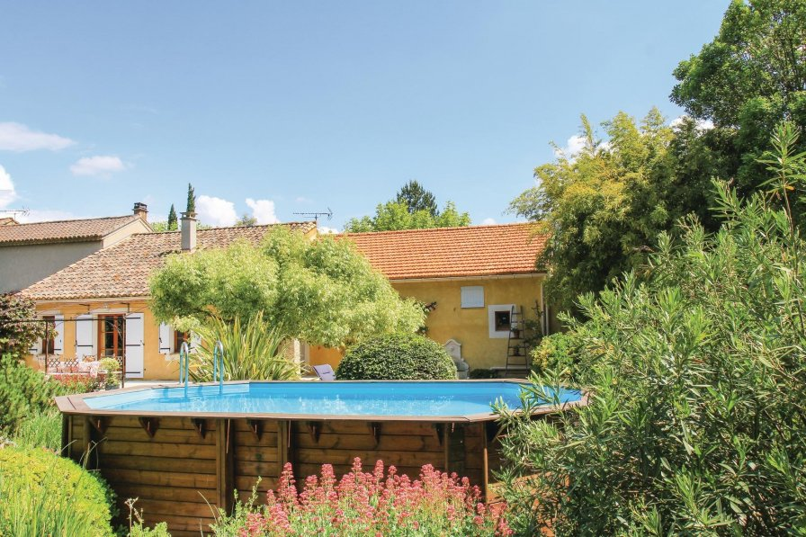Pernes-les-Fontaines holiday villa rental with private pool