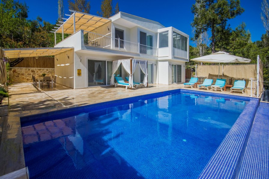 Romantic Secluded 3 Bedroom Villa with Large Pool