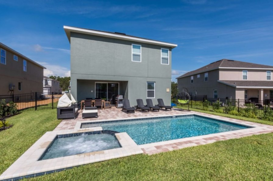 Villa To Rent In Kissimmee Florida With Shared Pool 239237