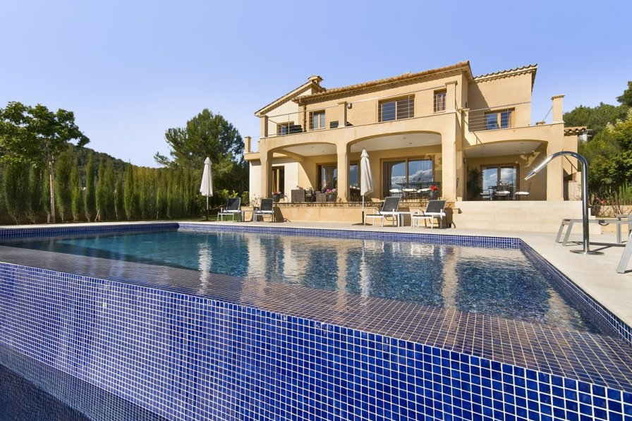 Villa to rent in s 39 obac majorca 239314 for Casa moderna orlando