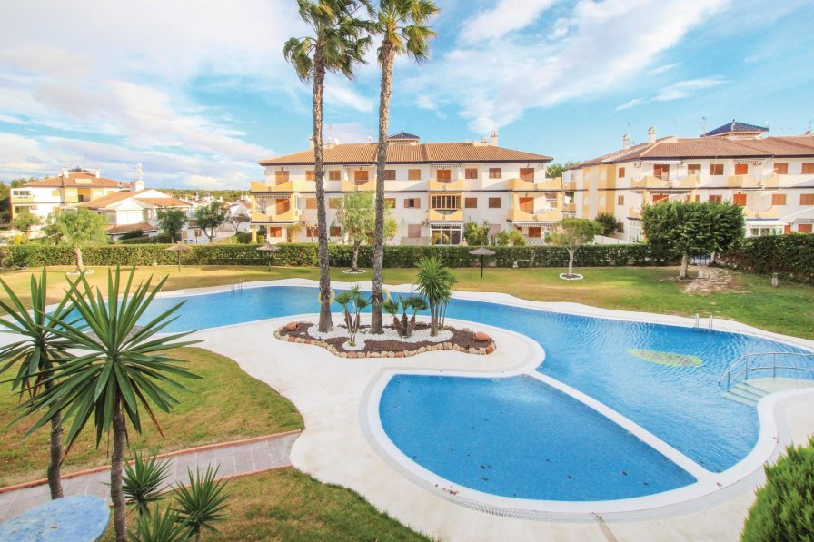 Apartment with shared pool in Mil Palmeras